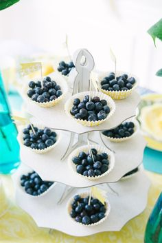 Blueberries in Cupcake Liners with mini flag centers:) IHOD Summer Brunch Party - sweets that are not too sweet - now that's clever! Tween Party Games, Outdoor Party Games, Dessert Table, A Table, Dessert Stand, Cupcake Liners, Cupcake Holders, Cupcake Cases, Mothers Day Brunch
