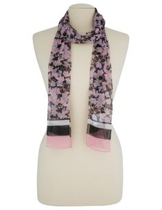 Add a floral touch with this lightweight scarf with floral print.