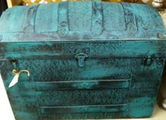 Beautiful old metal trunk. Victorian Shabby Style Painted in Annie Sloan Paint. Old Trunks, Vintage Trunks, Trunks And Chests, Vintage Suitcases, Furniture Makeover, Diy Furniture, Trunk Redo, Turquoise Furniture, Painted Trunk