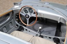 Consignatie oldtimer of youngtimerPorsche 550 Spyder - thecoolcars. Porsche 356, Porsche Cars, Car Hacks, Kit Cars, Cars And Motorcycles, Luxury Cars, Dream Cars, Volkswagen, Classic Cars