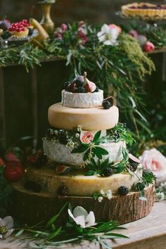 If you want to impress your wedding guests, a cheese wheel cake will not let you down! Cheese Tower, Catering, Wheel Cake, Wedding Cake Alternatives, Alternative Wedding, Let Them Eat Cake, Cake Decorating, Food And Drink, Guide