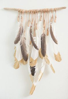 Meet the Designer Behind These Gorgeous Feather Art Hangings DIY: feather wall decoration / Sacred Spaces ♥ Feather Crafts, Feather Art, Crafts With Feathers, Feather Mobile, Feather Garland, Feather Wall Decor, Diy And Crafts, Arts And Crafts, Cork Crafts
