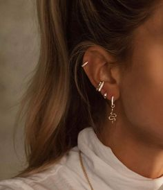 Ear Piercing Studs, Pretty Ear Piercings, Helix Piercings, Ear Peircings, Ear Studs, Helix Piercing Jewelry, Anti Tragus Piercing, Cartilage Hoop, Forward Helix Piercing