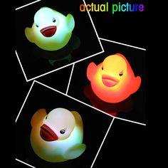 أفضل لطيف بطة صفراء اللون تغيير الصمام الخفيفة حمام متعدد الألوان بقيادة مصباح ضوء بطة الشحن المجاني Novelty Lighting, Led Licht, Lampe Led, Lamp Light, Free, Light Colors, Yellow, Lights, Bite Size
