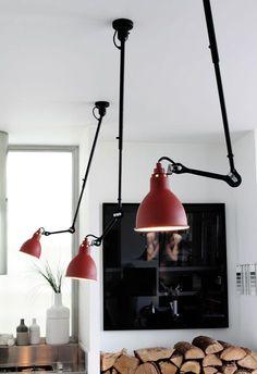 Flexos rojos con cuerpo metálico en color negro de inspiración insdustrial.