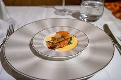 A delicious prawn starter on Etihad First Class. - empfohlen von First Class and Prawn Starters, Dutch Guys, Food From Different Countries, First Class, Menu Items, International Recipes, Food And Drink, Meals, Aircraft