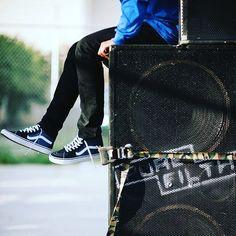 The @vans #sk8hi in navy blue  #vans #offthewall #vansskate #vansskateboarding #skateboarding #shoes #sneakers #fashion #music #loudspeaker #blowmyears  #suepreight #wearesupereight