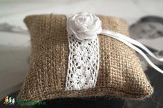 Meska - Vintage zsákvászon gyűrűpárna (mini) Aggies kézművestől Minion, Burlap, Reusable Tote Bags, Vintage, Hessian Fabric, Minions, Jute