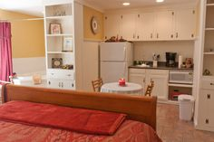 Spats Hideaway comes with a small kitchen. Perfect for long stays!