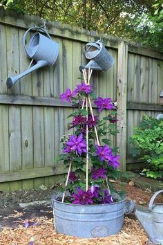 Garden Yard Ideas, Lawn And Garden, Garden Projects, Garden Art, Garden Decorations, Spring Garden, Garden Planters, Backyard Ideas, Garden Junk
