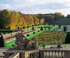 O castelo Vaux le Vicomte está situado a 25 minutos de trem de Paris, um delicioso passeio para todos aqueles que querem conhecer os arredores da capital francesa.