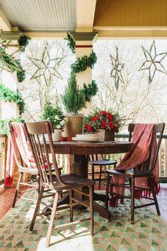 Kaminsims Dekorieren Mit Windlichtern Und Beeren Girlande | Weihnachten |  Pinterest | Kaminsims, Dekorieren Und Girlanden
