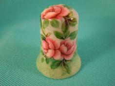 Thimble Porcelain with Three Roses