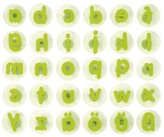 Woorden, zinnen en/of verhaaltjes stempelen gaat makkelijk met dit formaat letterstempels. De knoppen op de achterkant van de stempels liggen goed in de hand van de kinderen.