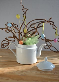 Idea bouquet #primavera; la teiera in porcellana porta fiori