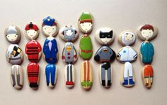 Painted people pebbles - fun game swapping them around! Stone Crafts, Rock Crafts, Diy And Crafts, Crafts For Kids, Arts And Crafts, Pebble Painting, Pebble Art, Stone Painting, Diy With Kids