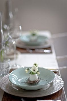 Perfectly lovely addition to an Easter table setting or Spring table setting Easter Table Settings, Beautiful Table Settings, Deco Floral, Floral Design, Easter Celebration, Easter Brunch, Sunday Brunch, Brunch Table, Easter Dinner