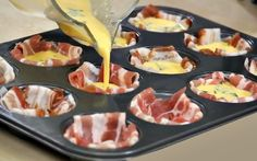 TROP BON, MIAM ! Ceux qui raffolent des œufs et du bacon savoureront pleinement cette recette. Prête en 30 minutes seulement, elle se veut en plus fort simple à préparer. Ingrédients : – 5 œufs – un peu moins qu'une tasse (200 ml) de crème épaisse – 24 tranches de bacon – 2 à 3 …