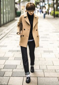 Camel coat, loafers, and denim Fast Fashion, Fashion 2017, Daily Fashion, Love Fashion, Winter Fashion, Girl Fashion, Womens Fashion, Preppy Mode, Preppy Style