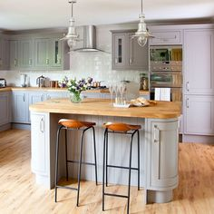 When choosing a kitchen, grey units are a popular choice but deciding on a colour for the floor can be tricky.  Light grey units combined with a light, neutral colour laminate create added warmth & alternatively, darker units look great paired with a rich, walnut coloured laminate. Kingsland Carpets