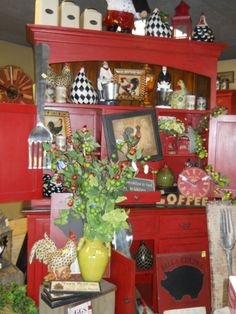 Charming Country Decor Ideas Eye Catching strategies to make a remarkably warm and attractive country decor southern . This decor suggestion shared on this date 20181220 , country decor reference 9986199778 Country Farmhouse Decor, Country Primitive, Country Cupboard, Cottage Style Decor, Cottage Decorating, Antique Stove, Home Decor Bedroom, Kitchen Decor, Diy Crafts