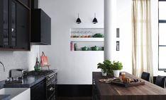 Minimalista com atitude. Veja mais: http://www.casadevalentina.com.br/blog/detalhes/minimalista-com-atitude-2863 #details #interior #design #decoracao #detalhes #decor #home #casa #design #idea #ideia #charm #minimalista #minimalist #charme #casadevalentina #kitchen #cozinha #black #preto #wood #madeira