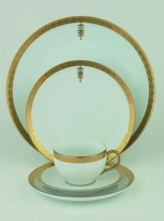 Frank Lloyd Wright Tiffany China. I love the simplicity of this, combined with the fact that it's so timeless! I can mix and match very easily :)