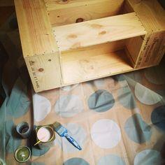 Déjà un moment que j'avais ce projet en tête et que j'ai enfin pu finaliser il y a deux semaines. Adieu la table Ikea toute moche, bonjour jolie table basse ! Le résultat est très similaire à ce qu...