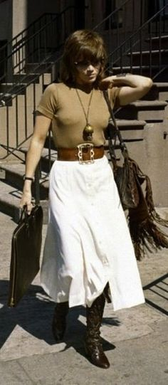 Jane Fonda in 'Klute', 1971 - Fonda's early costumes were designed by Costume Designer, Ann Roth. Jane Fonda Klute, Jane Fonda Barbarella, Vintage Street Fashion, 70s Fashion, Fashion Models, 70s Mode, Retro Mode, Jane Seymour, Pantalon Elephant