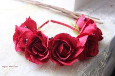 Ободок с розами и чёрной смородиной из фоамирана