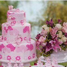 """Bolo perfeito! Pantera cor de rosa por @juingles #festejandoemcasa #panterafestejandoemfasa #festapanteracorderosa #bolopanteracorderosa #festademenina…""                                                                                                                                                                                 Mais"