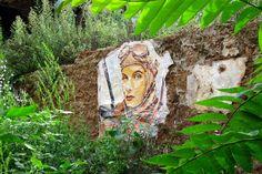 Andrea Michaelsson, aka Btoy, is a street artist better from Barcelona, Spain. Btoy prefers to place street art and posters in old places. Barcelona Street, Brick Lane, Stencil Art, Iconic Women, Land Art, Postmodernism, Wizard Of Oz, Street Artists, Banksy