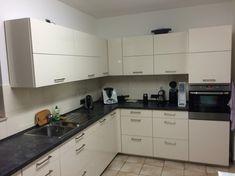 Was lange währt wird endlich gut - Fertiggestellte Küchen - Nobilia Maxi Korpus mit Magnolia Hochglanz Fronten