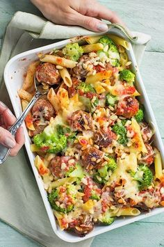 Ovenschotel met gehaktballetjes en broccoli - Apocalypse Now And Then Healthy Diners, Comida Diy, Low Carb Brasil, Oven Dishes, Yummy Food, Tasty, Cooking Recipes, Healthy Recipes, Dinner Is Served