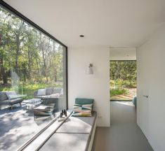 In a hallway that leads to the master bedroom, there's a built-in window seat next to a large picture window. #WindowSeat #PictureWindow #HallwayIdeas Villa, Bauhaus, Medan, Agi Architects, Clad Home, Bunk Beds Built In, Timber Roof, Journal Du Design, House Names