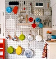 Cool idea for a small kitchen. Peg board, sand it, paint it (gray here), trace the outlines of the things you're hanging, fill in with different color (white here). It's like playing Perfection with kitchen utensils! Space Saving Kitchen, Small Kitchen Organization, Organization Hacks, Kitchen Storage, Kitchen Pegboard, Pegboard Storage, Organizing Tips, Kitchen Utensils, Baking Organization