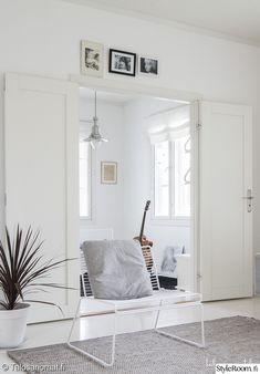 olohuone,hay,pariovet,olohuoneen sisustus White Wall Bedroom, White Walls, Living Spaces, Living Room, Home And Living, Interior Design, Interior Ideas, Loft, Room Decor