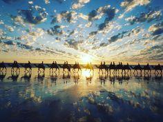 【オーストラリア】インド洋に沈む最高の夕日!ブルーム「ケーブル・ビーチ」の見どころ Journey, Waves, Clouds, World, Outdoor, Vacation Places, Outdoors, The Journey, Ocean Waves
