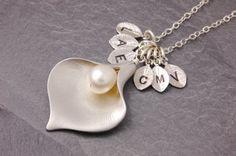 Family Necklace grandma necklace nana necklace calla by MegusAttic Family Necklace, Name Necklace, Flower Necklace, Etsy Jewelry, Handmade Jewelry, Unique Jewelry, Jewellery, Handmade Art, Handmade Gifts