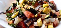 σαλατα με ψητα λαχανικα Salad Bar, Fruit Salad, Living A Healthy Life, Food Design, Kung Pao Chicken, Get In Shape, Diet Tips, Stay Fit, Potato Salad