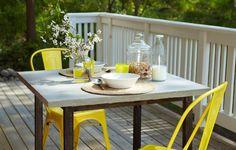 Betong är hett i trädgården. Vad sägs om det här stadiga och snygga bordet? Här visar pysselexperterna Sania och Susanna hur du gjuter bordsskivan själv.