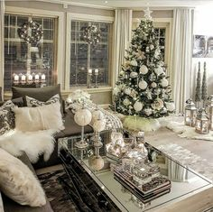 Decorating Your Home with Elegant Christmas Decorations Christmas Interiors, Christmas Living Rooms, Christmas Room, Pallet Christmas, Elegant Christmas, Beautiful Christmas, White Christmas, Rose Gold Christmas Decorations, Christmas Tree Decorations