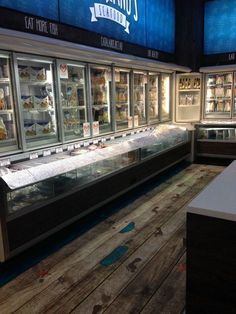Seafood Store, Seafood Market, Marine Flooring, Meat Box, Butcher Shop, Fish And Chips, Food Design, Store Design, Grocery Store