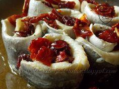 Gotowanie jest łatwe: Śledzie z żurawiną i pomidorami suszonymi w oliwie...