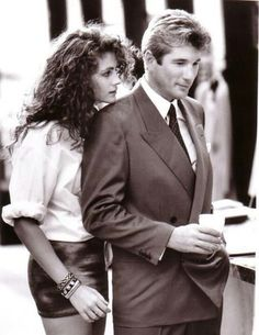 Richard Gere and Julia Roberts in Pretty Woman. If you've never seen Pretty Woman, well then bye. Love Movie, Movie Stars, Movie Tv, Pretty Woman Movie, Pretty Woman Quotes, Movies Showing, Movies And Tv Shows, Beaux Couples, Jennifer Grey