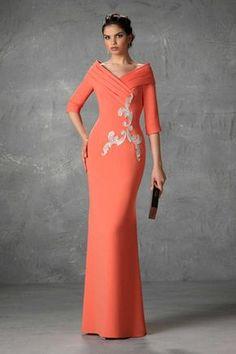 Vestidos de Madrina Esthefan y Fiesta 2018 - Creando Tendencia - Entrenovias Dinner Gowns, Evening Dresses, Prom Dresses, Formal Dresses, Elegant Outfit, Elegant Dresses, Couture Dresses, Fashion Dresses, Mothers Dresses