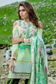 Pakistani Fashion in UK is very popular and the brand ambassadors promote their branded dresses to different countries where the Pakistanis can reach their favorite designers dresses without much hassle. Pakistani Clothes Online, Pakistani Outfits, Clothes Online Uk, Suits Uk, Pakistani Designers, Brand Ambassador, Countries, Designer Dresses, Sari