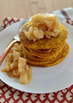 Little Grazers Fluffy Pumpkin Oatmeal Pancakes - blw, baby led weaning, finger… Baby Cereal Pancakes, Baby Muffins, Oatmeal Pancakes, Pumpkin Pancakes, Baby Food Recipes, Snack Recipes, Healthy Recipes, Snacks, Jack Food