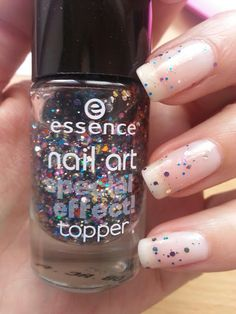 Special Effect Topper by Essence  Circus Confetti  http://sisco20222.blogspot.fr/2013/07/swatch-18-circus-confetti-by-essence.html