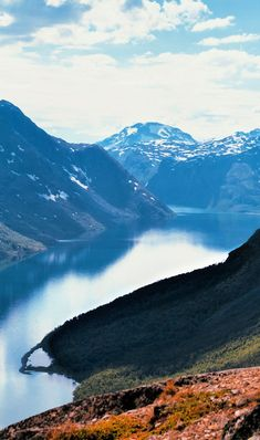 Looking for a Norway itinerary? Here are 10 beautiful places in Norway, from Bergen to fjords, and Lofoten to Flam to help you enjoy your Norway trip! Beautiful Places To Visit, Cool Places To Visit, Places To Go, Amazing Places, Norway Travel, Japan Travel, Hiking Europe, Travelling Europe, Travel Europe